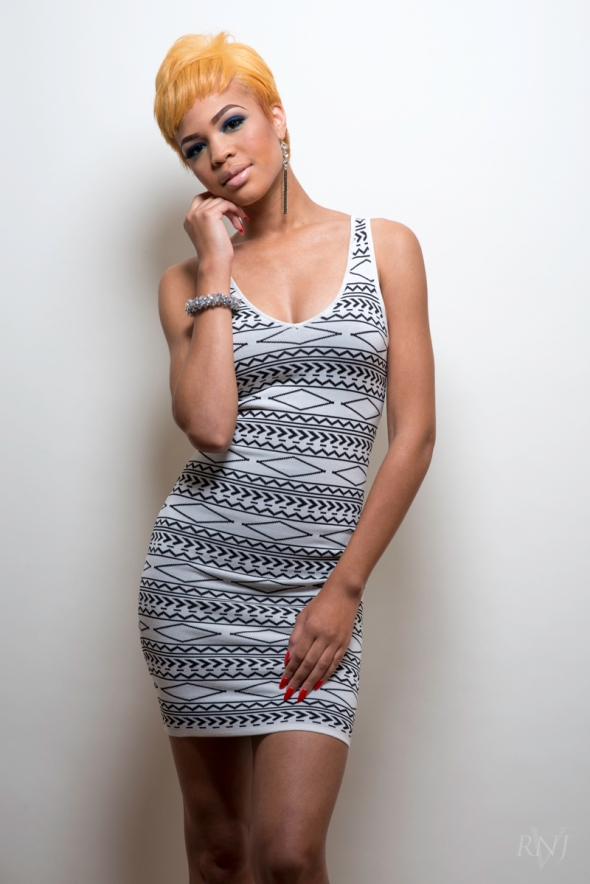 Taelor All White 1