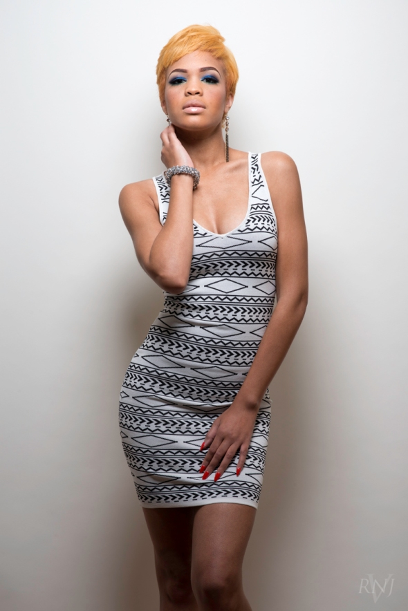 Taelor All White 2